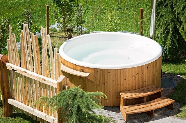 How to Lift a Hot Tub for Moving or Storage