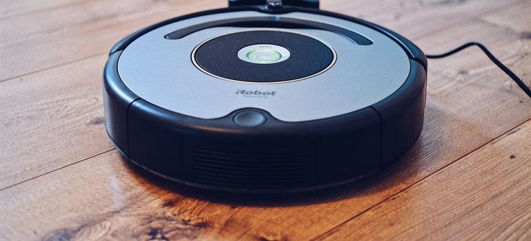 Round robot vacuum cleaner