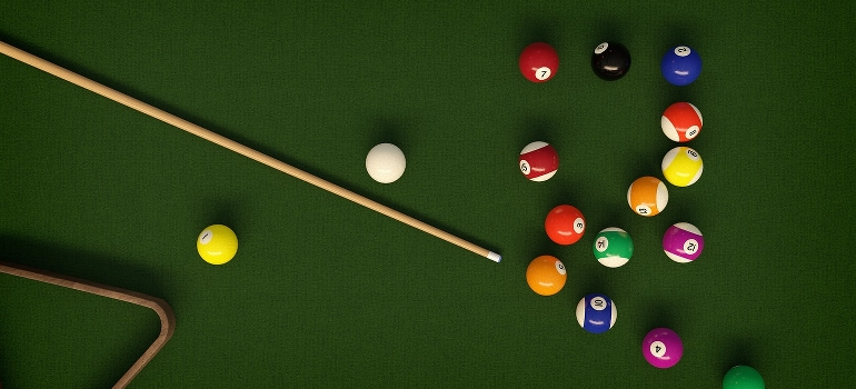 pool table balls and cue